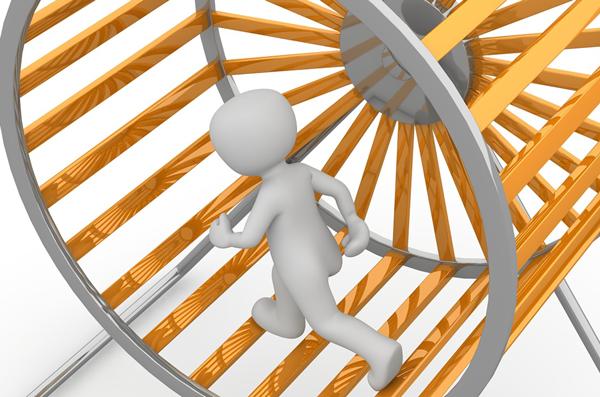 Das Foto zeigt symbolisch eine Figur im Hamsterrad.